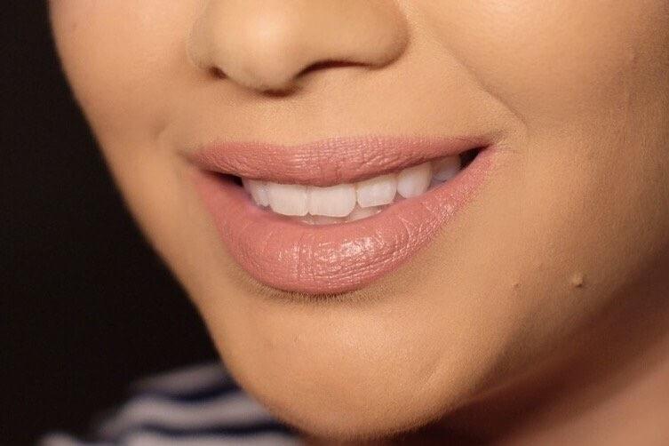 Lipstick-MAC-Velvet-Teddy-Tragebild