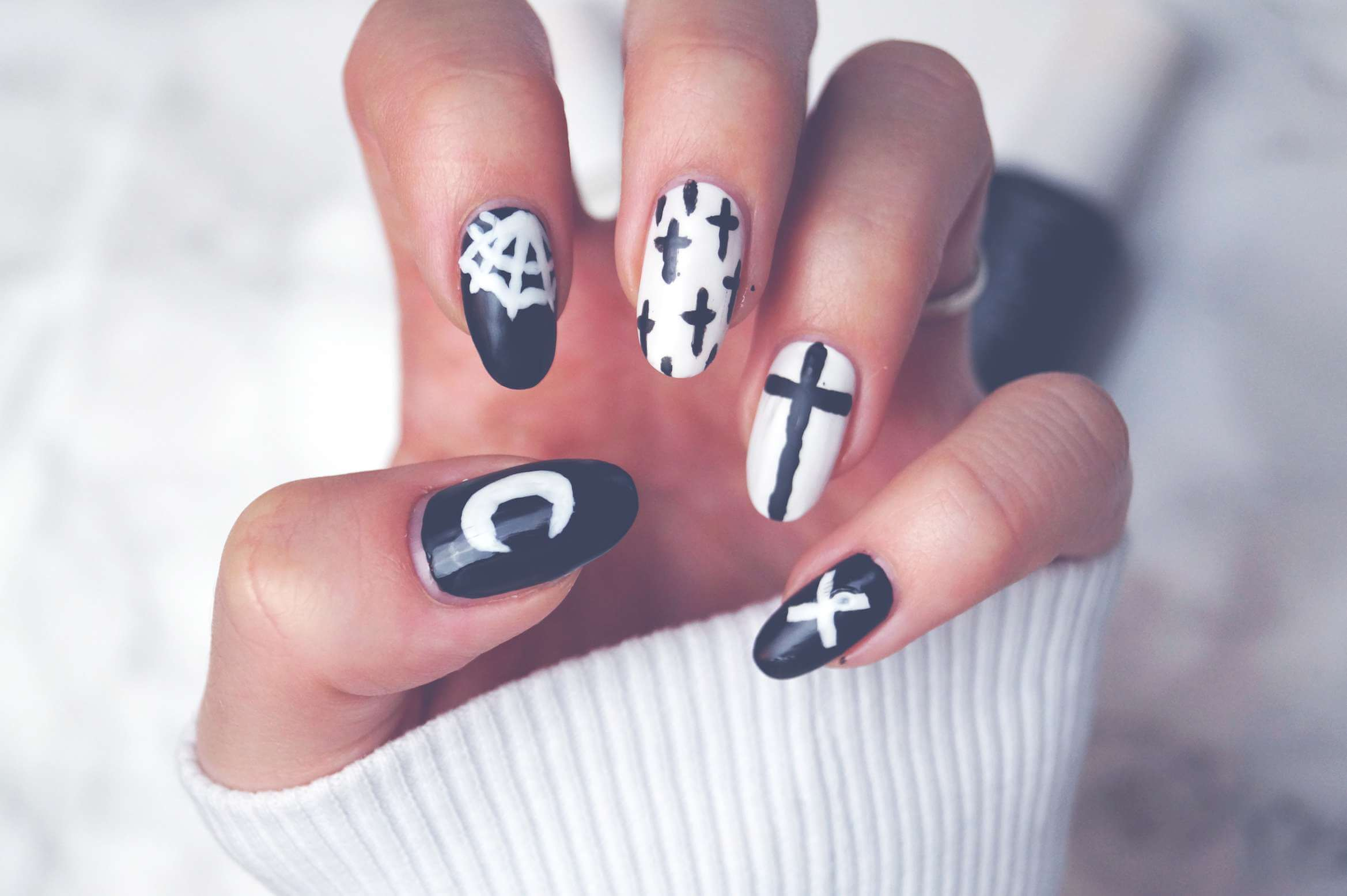 Halloween Special: Gothic Nails | PerfectHair.ch