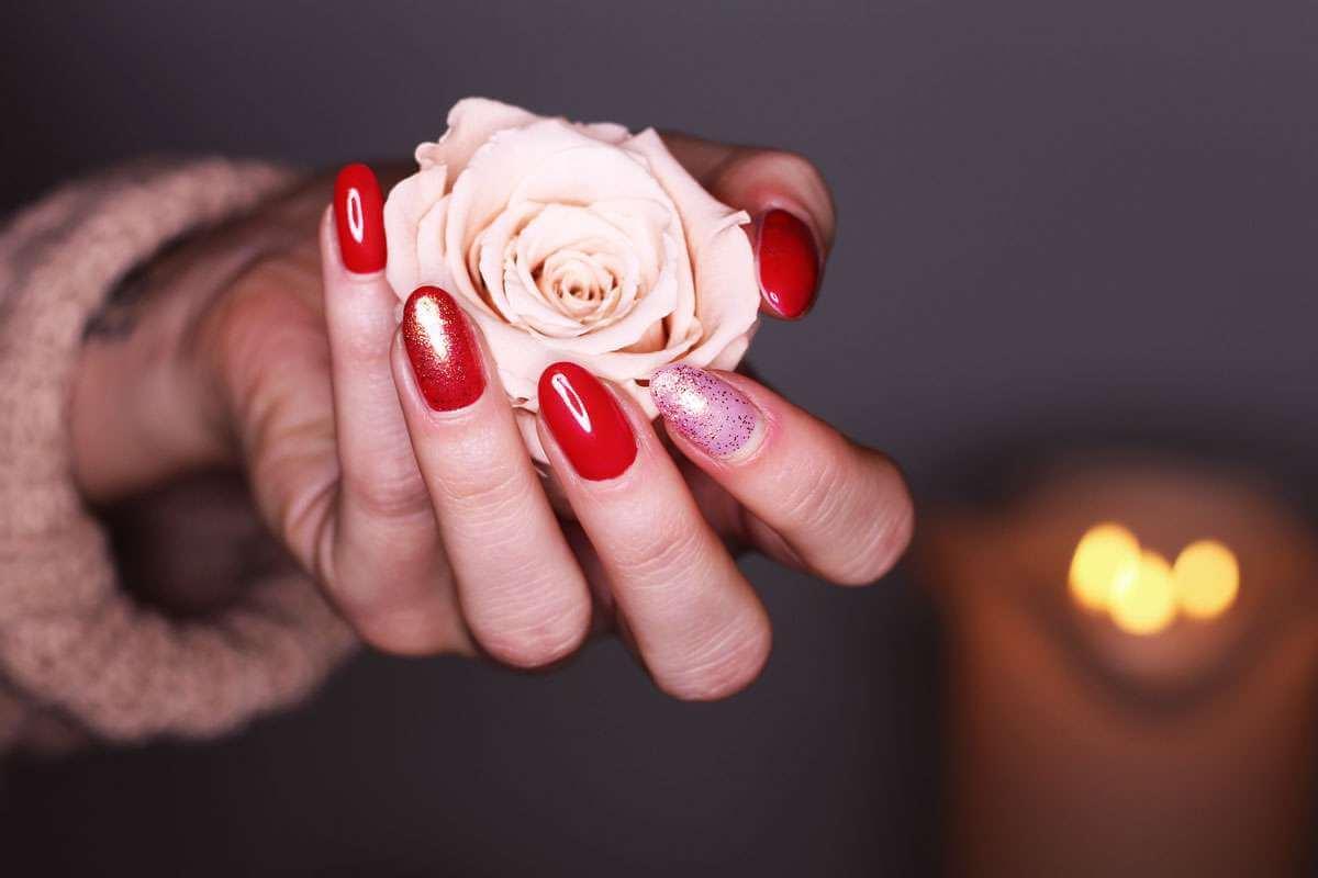 Wundervoll Weihnachts Nägel Rot Foto Von Weihnachts-glanz Für Nägel Und Haar