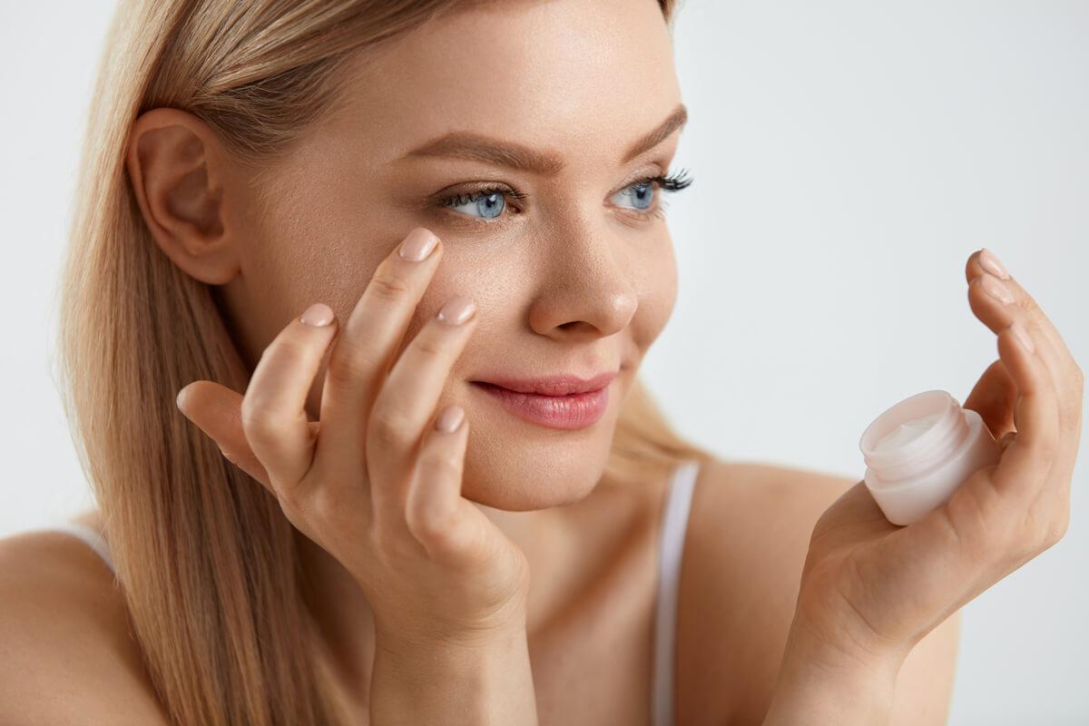 Augencreme-Concealer-gegen-Augenringe